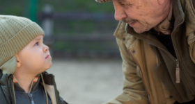 Djed je kupovao hranu, a unuk vrištao za keksom: Djedov metod koji svi roditelji moraju da znaju