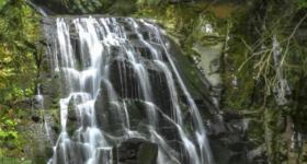 Grupa planinara SLUČAJNO pronašla vodopad u Srbiji koji NIKO NIKADA NIJE VIDEO, a magičan je!